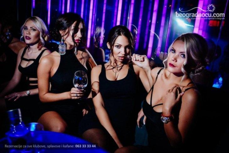Četiri devojke u klubu Brankow