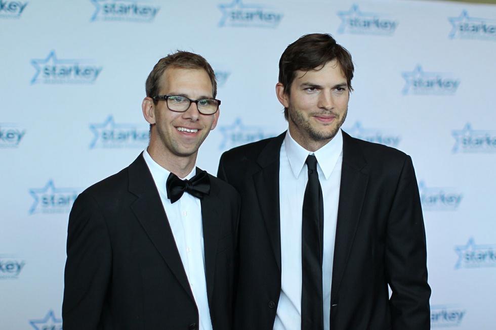 6-twins-celebrity-gallery-ashton-michael-kutcher