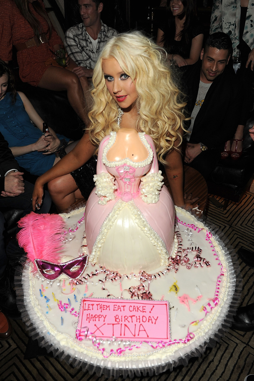 Christina Aguilera celebrates her birthday with a cake by Hansens Cakes
