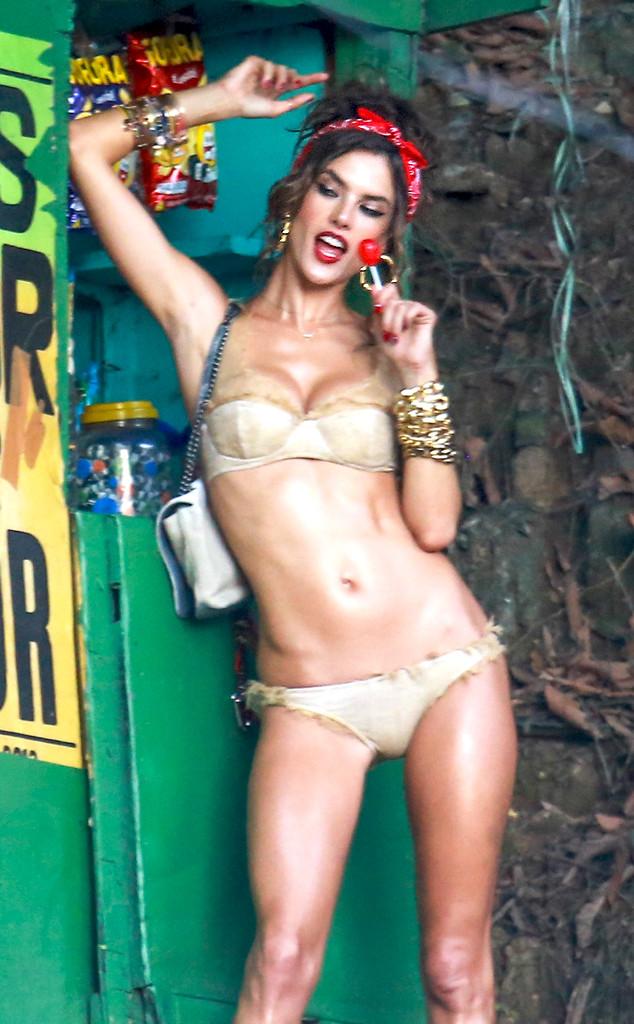 rs_634x1024-140718091114-634.Alessandra-Ambrosio-Bikini-Lolly.jl.071914