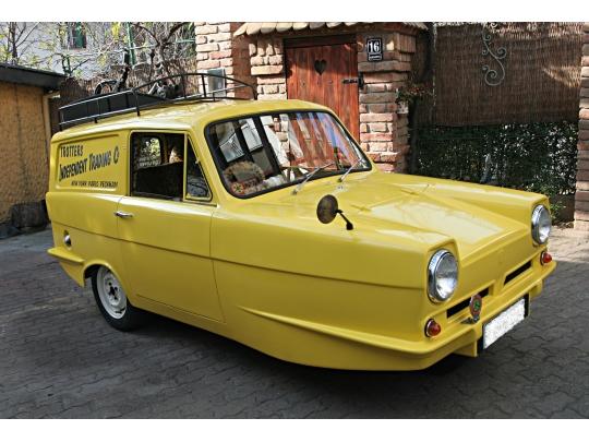 rent-a-car-reliant-regal-trotters