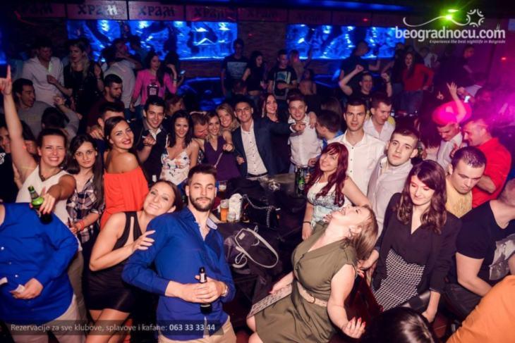 Ekipa u klubu Hram