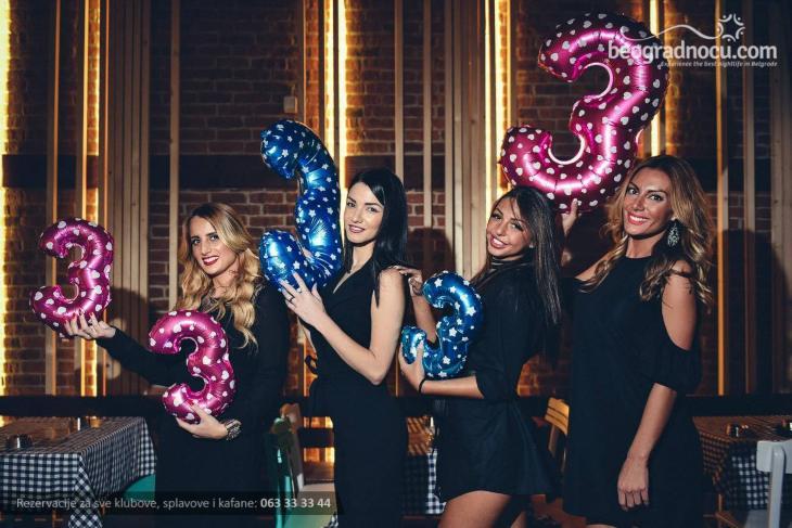 Devojke na proslavi u Gradskoj kafani