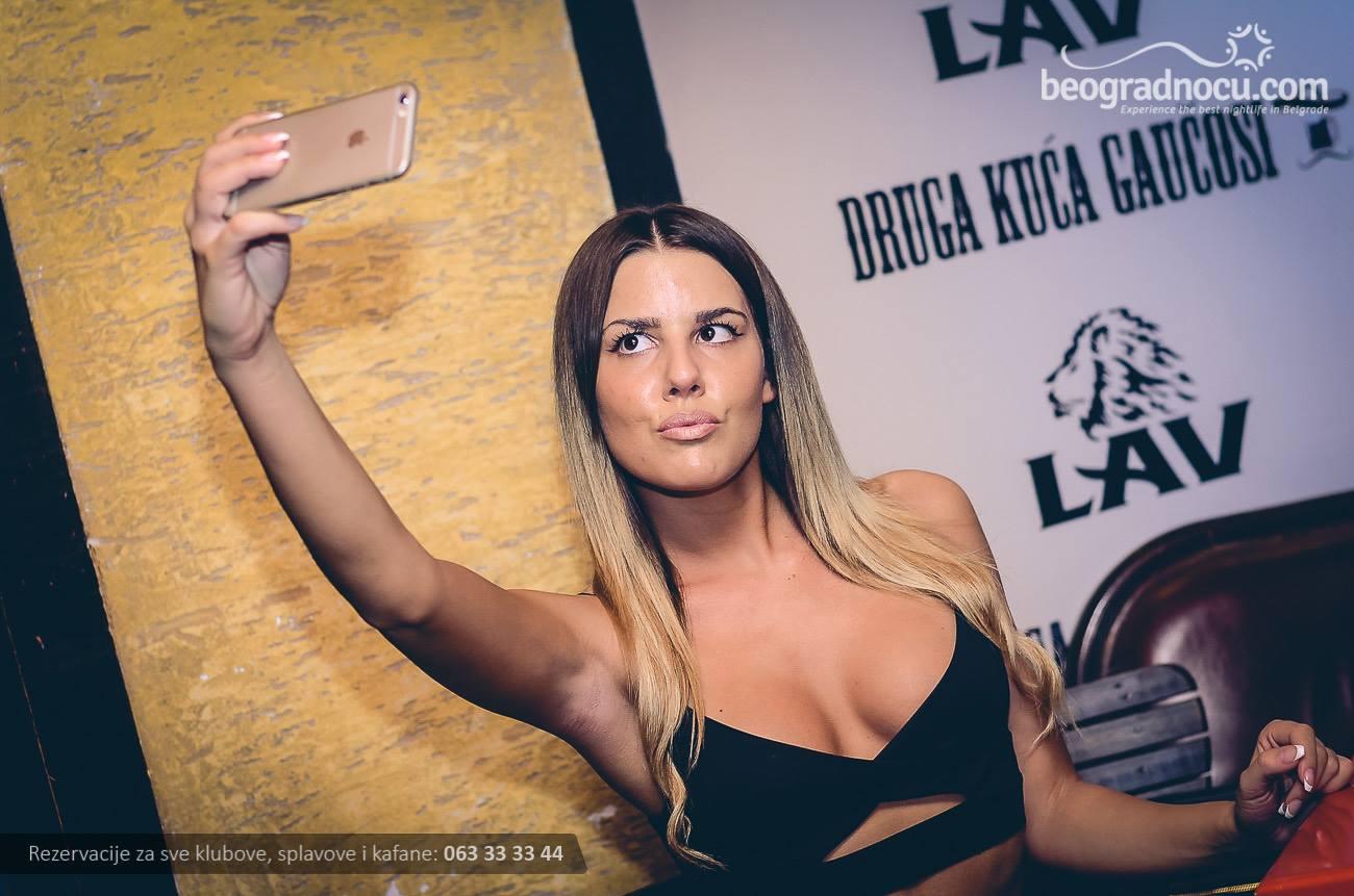 Basta-gaucosa-devojka1
