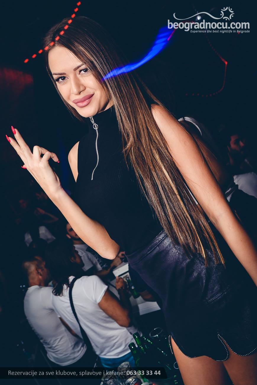 splav-club-94-devojka1