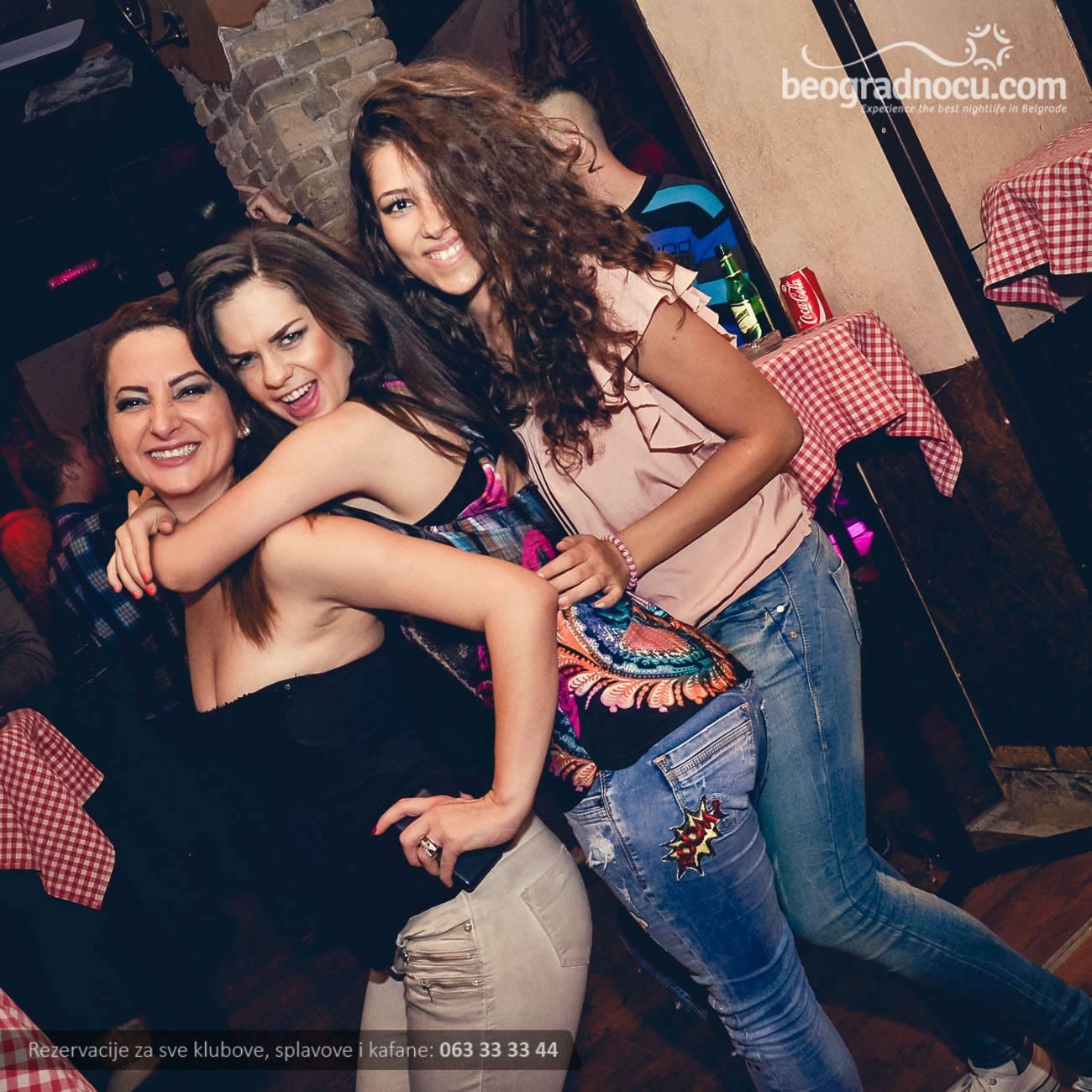 kafana-carsija-devojke1