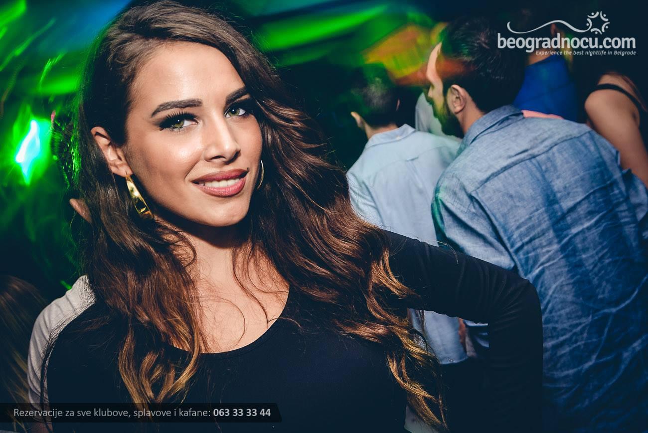 splav-club-94-devojka