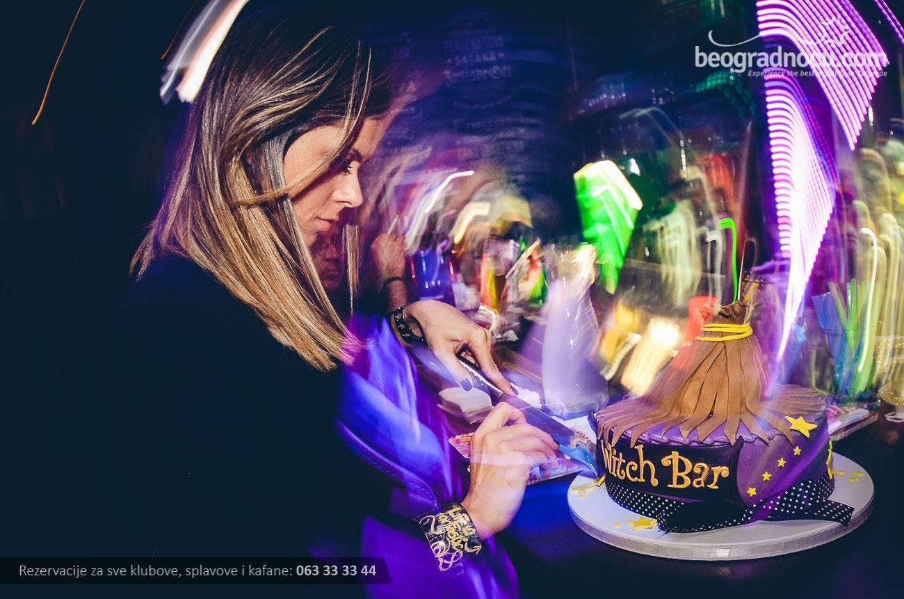 witch-bar-devojka