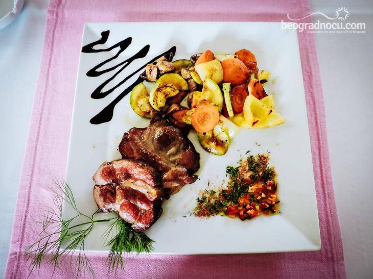 Victoria Vagon Gastro Station jelo od mesa