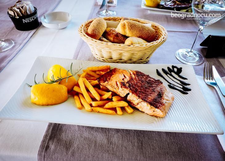 Victoria Vagon Gastro Station jelo od lososa