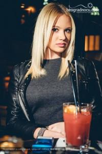 jimmy-woo-bar-devojka
