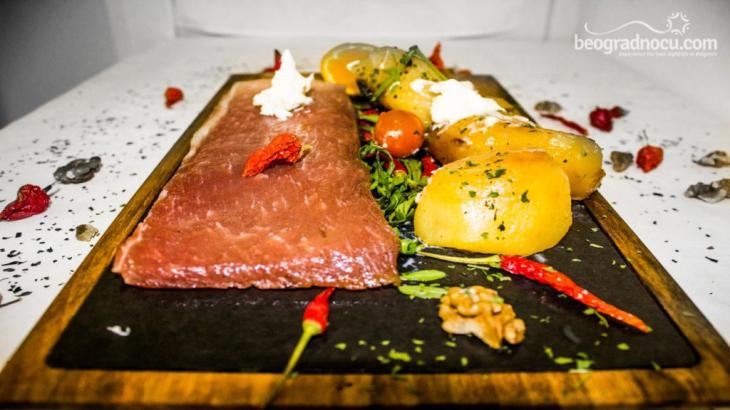 Restoran Solunac jelo od mesa i salata