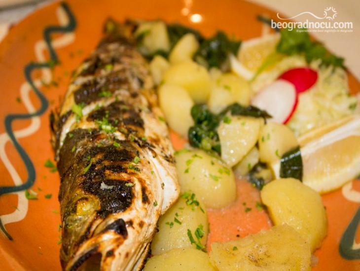 Restoran Solunac - pečena riba i salata