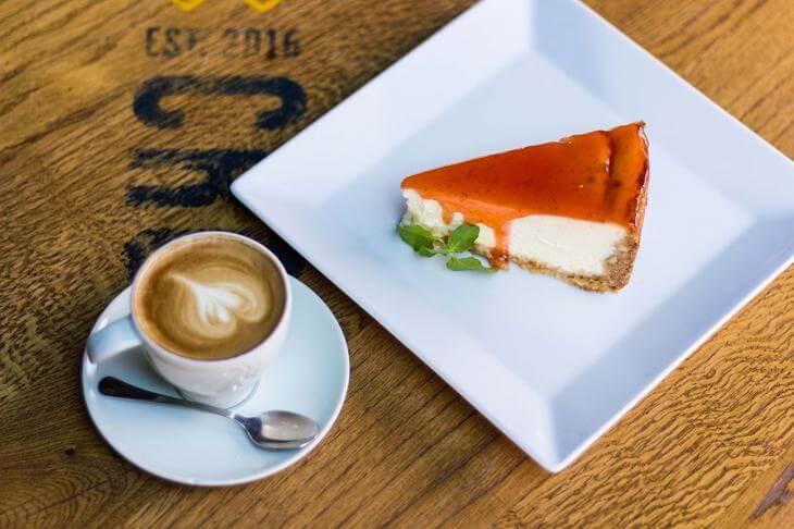 Restoran Cross Beograd - kafa i kolač