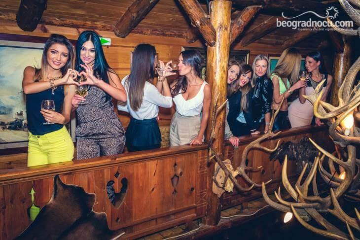 Devojke na žurci u kafani Carski lov