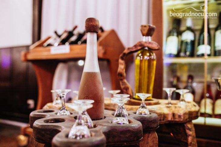 Čaše i flaše u restoranu Milošev konak