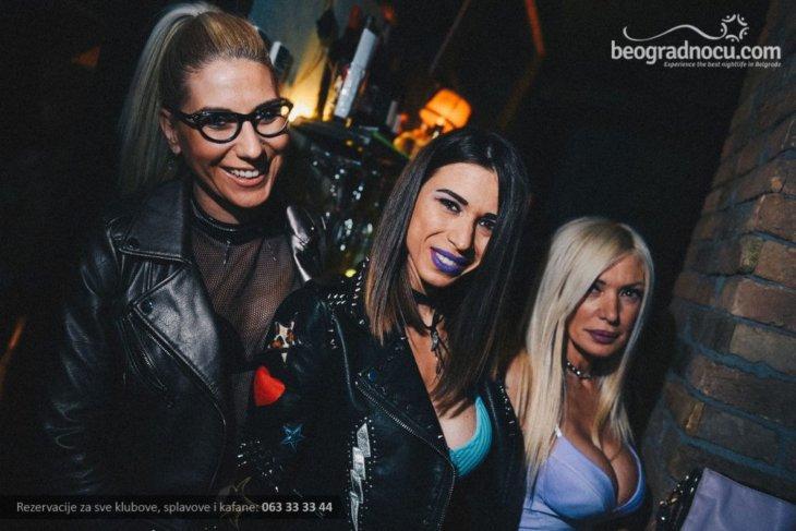 Devojke u klubu Gajba
