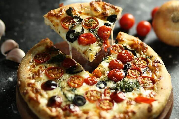 Mala pica poslužena u restoranu