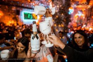 Otvaranje šampanjca u klubu the bank