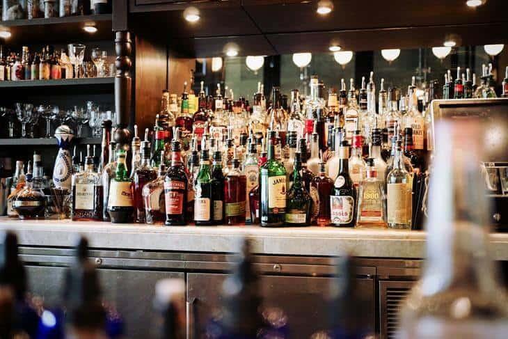 Alkohol poređan u šanku