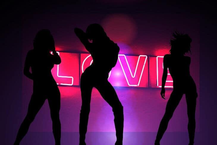 Senke devojaka - striptizeta
