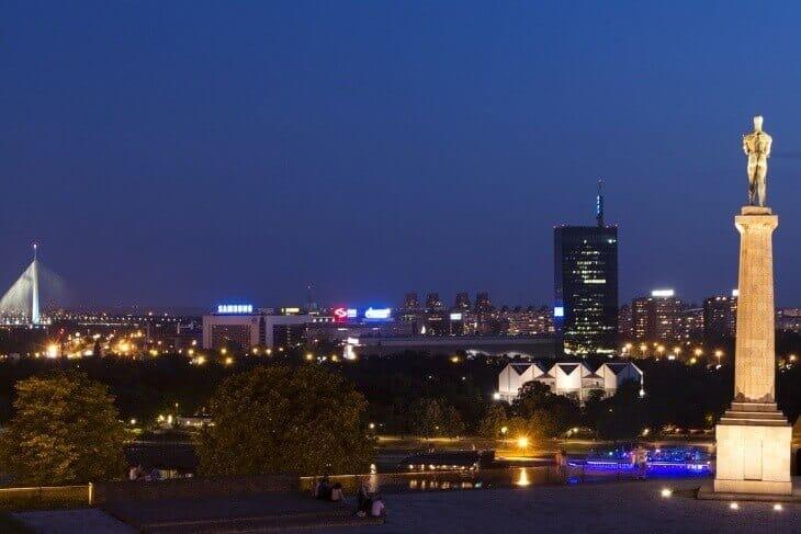 Fotografija Beograda sa reke noću