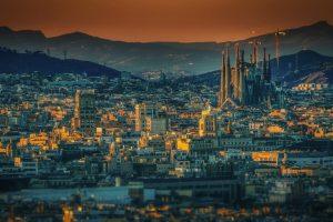 Pogled na grad barselonu u sumraku