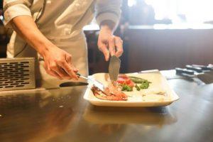 Serviranje jela u tanjiru
