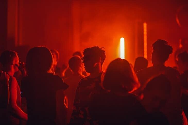 Žurka u noćnom klubu