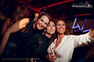 Splav Port Beograd devojke se slikaju